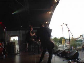 "MONO. beim Heliosfest in Köln Ehrenfeld (Screenshot aus dem Musikvideo ""Bunga Bunga"" auf Youtube)"